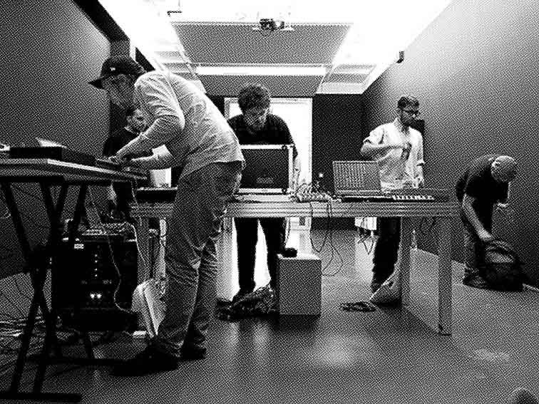 http://thomas-baldischwyler.com/files/gimgs/th-39_HOT_Soundcheck_Oslo.jpg